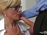 Office Schlampe Milf fickt Ihren Angestellten