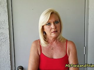 MILF Provides In and Provides Up the Cunt