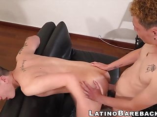 Twinks make out before unprotected anal banging...
