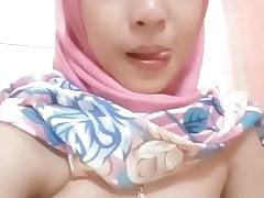 Pretty hijab tudung jilbab girl masturbate in the shower 3