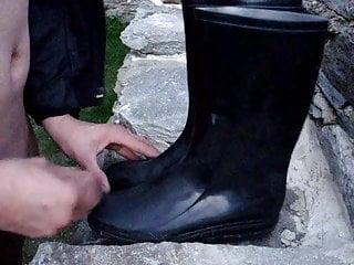 boot boy - cum on ladies rubber boots lick sperm