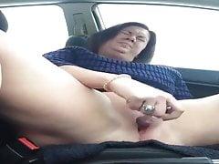 Mature bbw squirts in car