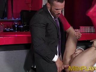 Horny executive hunk Denis Vega drills bartender after work