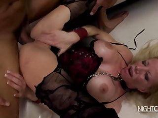 Mega Tittensau fickt Hardcore bis zum Orgasmus