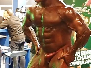 Voyeur filming bodybuilder hes bulge and ass on...