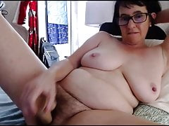 Fat mature woman dildos her pussy on webcam