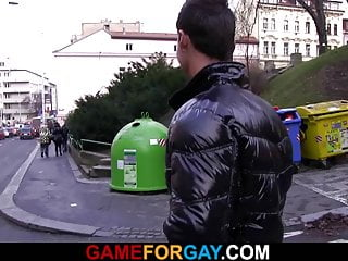 Dude seduces hetero tourist in prague...