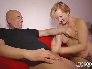 Gudrun 61 jahre bumst in ihrem ersten porno...