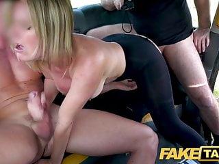 Kurvička zbiera skúsenosti vo fake taxi