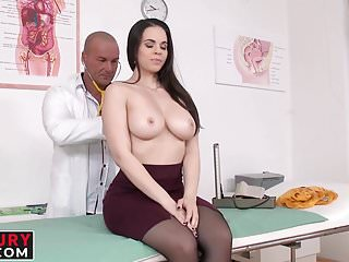 Nekane gets her pussy licked hot doctor...