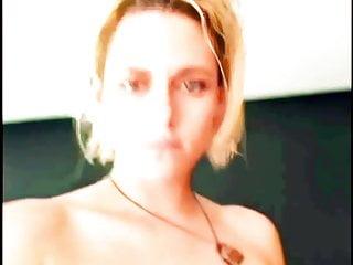 देसी लड़की की चूत में उंगली करने से कंट्रोल