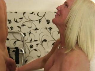 XXX Omas Sesso amatoriale tedesco con una bionda matura dai seni grandi