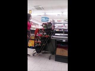 Sexy Teen mit Geilen Titten im Supermarkt Spy