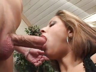 Seductive Latina puma takes cumshot on her juicy ass in the living room