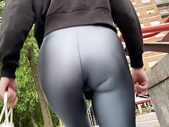 Hot Bootie In Leather Leggings