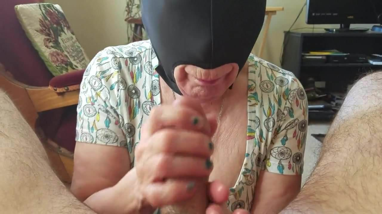 25 Year Old Sucking Guys Penis And Takes Messy Cumshot On Face