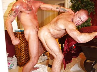 Mike Power & Peter Axel going really wild