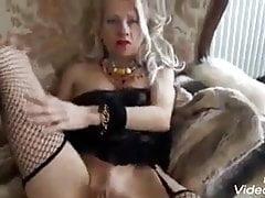 Lisa Monti la pornodiva gioca per i fan