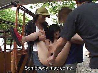 字幕日本AV明星在公共場合脫光衣服