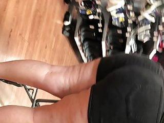 Mega ass Latina gilf