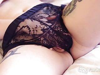 Yanks Cutie Kitty du Jour Masturbating Her Pussy