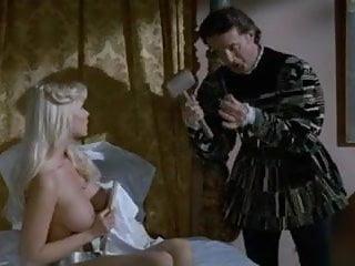 Mariangela D'Abbraccio nude in A Spasso nel Tempo 2