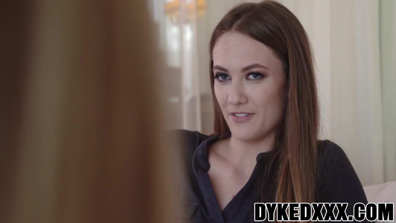 Two hot sluts Blake and Samantha have kinky lesbian sex