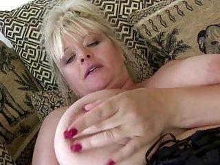 Mamma matura brillante con belle tette grandi e culo