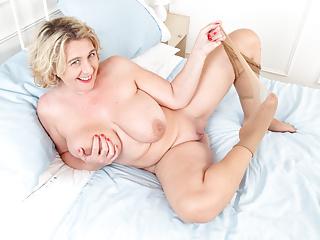 Camilla creampie legs spread wide...