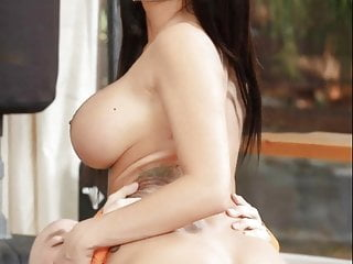 Bollywoods sexiest nude actresses...
