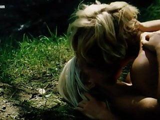 Sabrina Siani nuda nel film Blue Island