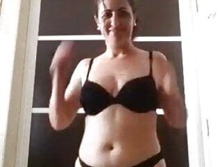 Ella se desnuda