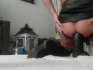 maggie-er-bij BIG, BIGGER, HUGE DILDO IN ASS