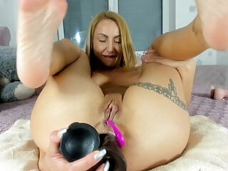 Camgirl Amilia fucks her cunt with big Dildo and DP Ass