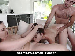 BadMILFS Hot Milf condivide il cazzo con la figliastra