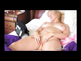 Yanks beauty anneka watches porn...