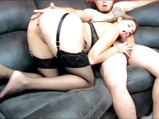 Big ass girl gives blowjob