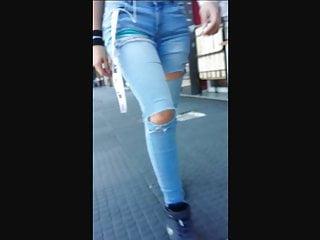 Morocha tremendo jeans en culo! ajustados