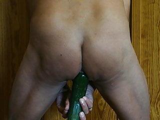 Anal cocumber fun – Giochi di cetriolo