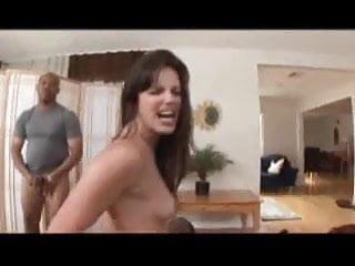 2 girls snowballing a lot of cum