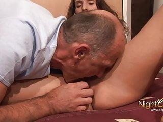 Daddy fickt seine kleine Stieftochter