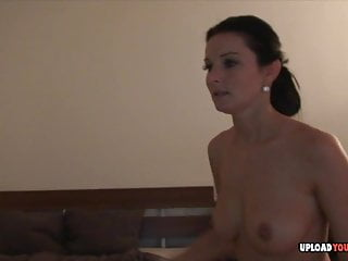 Magnificence performs some Wii whereas she's nude