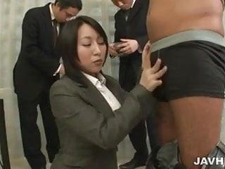 Yuuna Hoshisaki為她的角質老闆提供服務