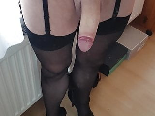 Tranny cuming in latext belt and stocking...