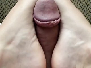 Girlfriend with Cute Feet Gives Footjob