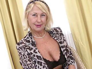 Una nonna sexy perfetta ha bisogno di una bella scopata