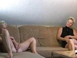 Blonde läst es krachen mit Freundin