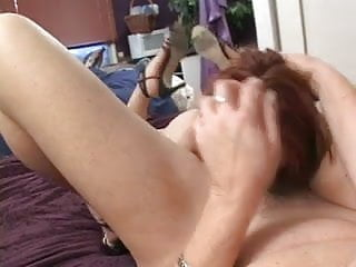 Mom licking her daughter's cunt