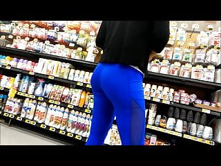 nice ass in leggings milf
