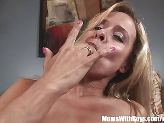 Sexy mom payton leigh perfect ass anally pounded...